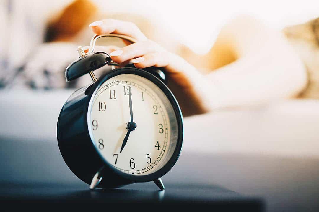 سر ساعت بیدار شوید